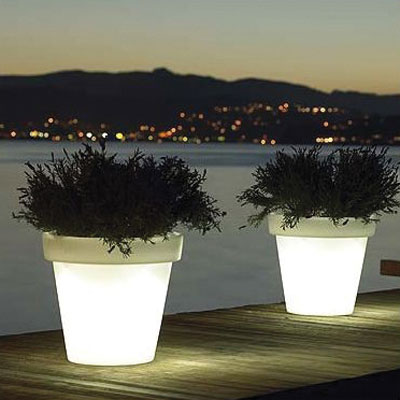 ILUMINATED PLANTERS POTS BLOOM!