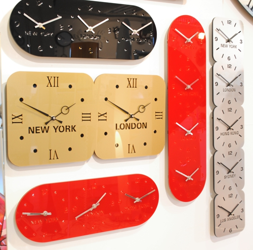 five different timezone wall clocks