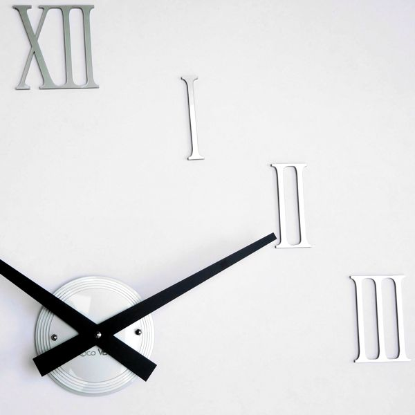 close up of roman numerals for silver gloss luna hand clock